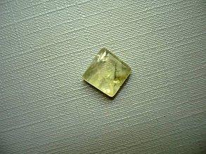 Minerály - Kabošon - prehnit 8 mm, č.32f - 9913749_
