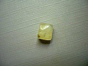 Minerály - Kabošon - prehnit 8 mm, č.34f - 9913752_