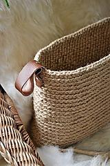 Košíky - Úzky jutový košík s koženými úchytkami - 9913331_