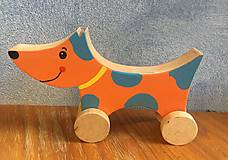 Hračky - Drevený psík na kolieskach - 9915972_