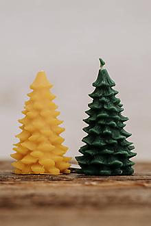 Svietidlá a sviečky - Sviečka zo 100% včelieho vosku - Vianočný stromček - 9915562_