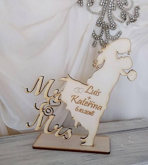 Drevený svadobný výrez Mr&Mrs (6,5 x 7 cm)