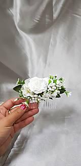 Biely svadobný kvetinový hrebienok do vlasov