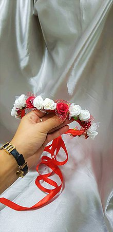 Ozdoby do vlasov - Červeno-biely kvetinový venček so saténovými stuhami na zaväzovanie - 9914935_