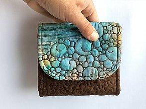 Peňaženky - Quiltovaná priehradková peňaženka - batik hnedá - 9918724_