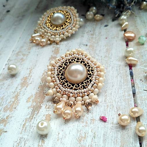 Pearl earrings - vyšívané náušnice