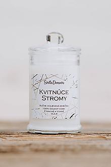 Svietidlá a sviečky - Sviečka zo sójového vosku v skle - Kvitnúce Stromy - 9921248_