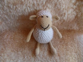 Hračky - Milá háčkovaná ovečka (Biela) - 9920347_