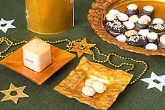 Svietidlá a sviečky - Sklenený svietnik DUNE jantárový- dekor zlaté špirály - 9921319_