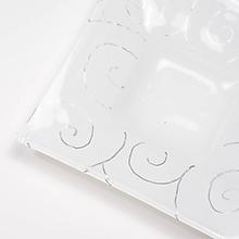Svietidlá a sviečky - Vianočný sklenený svietnik biely- dekor strieborné špirálky - 9921297_