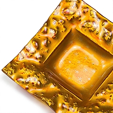 Svietidlá a sviečky - Sklenený svietnik jantárový zvlnený- dekor zlaté hviezdičky - 9921339_