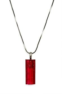 Náhrdelníky - Brúsený sklenený šperk červený obdĺžnik- prívesok PRV0826 - 9921798_