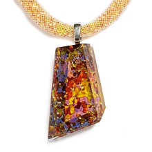 Náhrdelníky - Brúsený sklenený šperk jantárový PRV0801 - 9921834_