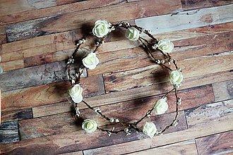 Ozdoby do vlasov - dlhá kvetová ozdoba do vlasov (biele ružičky so závojom) - 9923156_