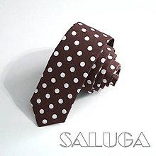 Doplnky - Pánska slim kravata - bodkovaná - hnedá - čokoládová na guľky - 9925116_