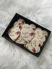 Darčeky pre svadobčanov - Magnetka pre hostí v tvare srdiečka - 9928411_