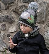 Detské čiapky - Tmavo zelený set so sivým paroháčom a brmbolcom - 9928475_