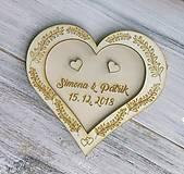Darčeky pre svadobčanov - Drevený tanierik na obrúčky - 9926612_