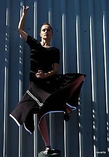 Šaty - MATY-šaty s cípatou sukní a pruhy - 9927206_