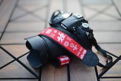 Nezaradené - popruh na fotoaparát čičmanský červený - 9929856_