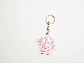 Kľúčenky - Prívesok ruža-rôzne (Malá svetlá ružová) - 9934056_