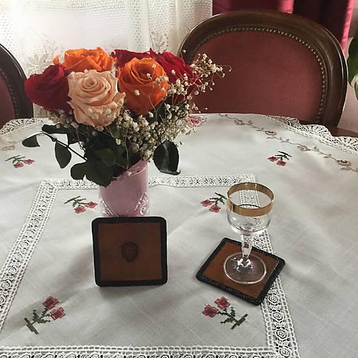 Kožená podložka pod poháre z motívom Leva