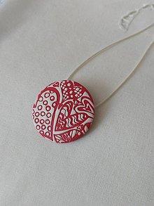 Náhrdelníky - náhrdelník červený s bielymi srdiečkami - 9937815_