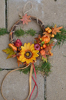 Dekorácie - Jesenný venček so slnečnicou a tekvicami - 9936410_