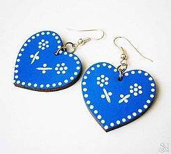 Náušnice - Modré maľované folklórne srdcové náušnice - 9941661_