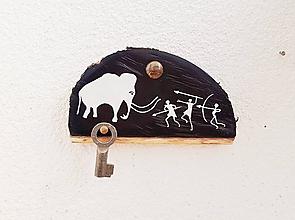 Obrázky - Lov na mamuta (obrázok maľovaný na dreve; vešiak) - 9940278_