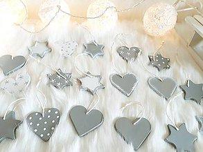 Dekorácie - Vianočné hlinené srdiečka a hviezdy  rozprávkové vianoce (Strieborná) - 9939301_