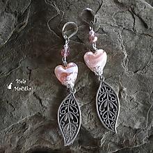Náušnice - Smotanovo ružové sklenené srdcia s ornamentom - náušnice, striebro - 9940966_