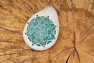 Dekorácie - Jemná biela kresba na metalickom kruhu - Na kameni maľované - 9945231_