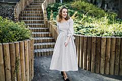 - Prúžkované košeľové šaty s odhalenými ramenami  - 9942683_
