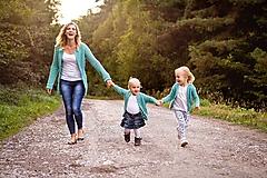 Mentolové svetríky s perličkami mama a dcéra