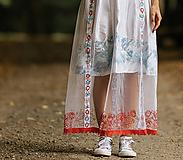 Sukne - Biela maľovaná a vyšívaná sukňa Pod Tatrami - 9948567_