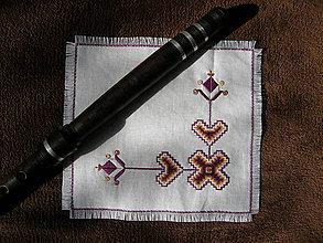 Úžitkový textil - Vyšívaný obrúsok alla Čičmany - 9947132_