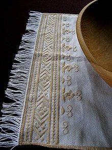 Úžitkový textil - Vyšívaný obrúsok - 9950015_