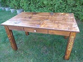 Nábytok - Drevený rustikálny stôl, kartáčovaný, s rezbou - 9950313_