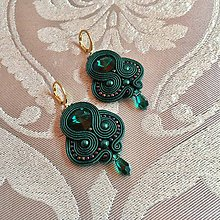 Náušnice - Ručne šité šujtásové náušnice / Soutache earrings - Swarovski (Lujza - smaragdová) - 9950733_