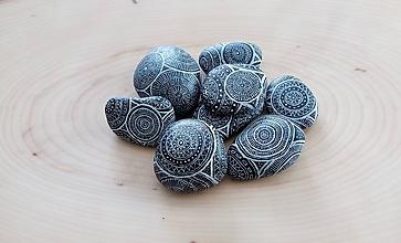 Drobnosti - Malá hŕba pýta viac - Na kameni maľované - 9951535_