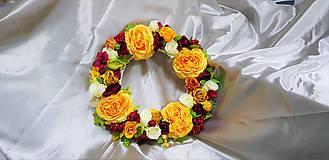 Veľký prútený veniec z ruží v jesenných farbách
