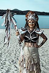 Elastické popruhy na telo s perim Halloween Šamanka