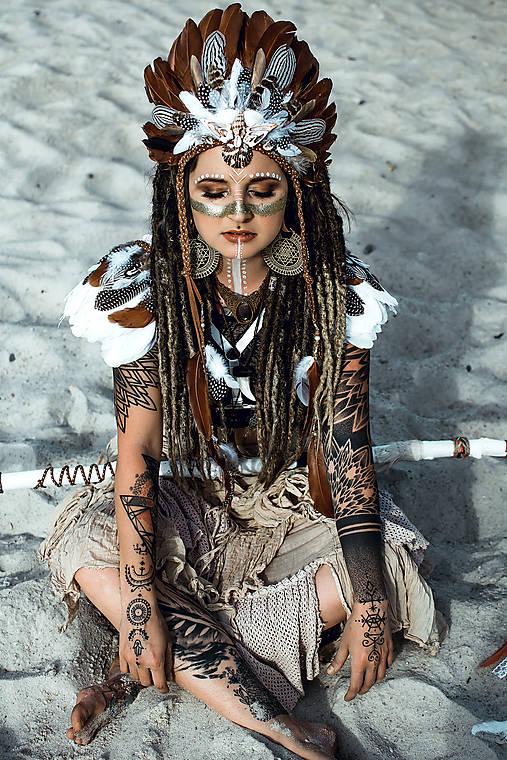 Pierková čelenka s mušličkami Halloween Šamanka