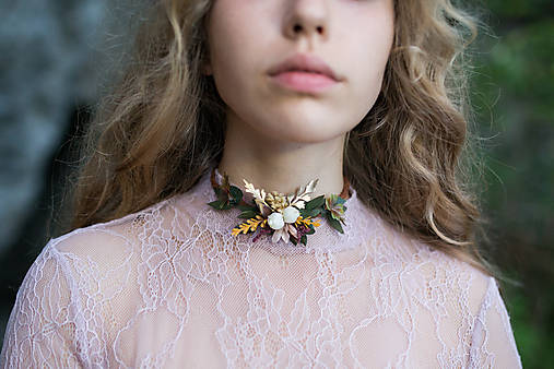 "Kvetinový choker náhrdelník ""letmé dotyky slnka"""