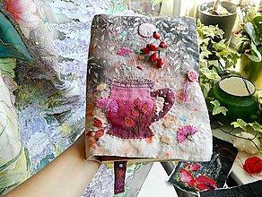 Nezaradené - Vyšívaný obal na knihu Tajomstvo šípkového čaju - 9954655_
