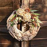 Drevený veniec s chryzantémou