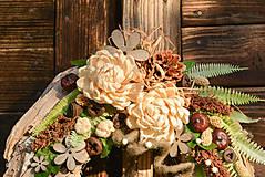 Dekorácie - Drevený veniec s chryzantémou - 9954717_