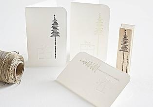 Papiernictvo - Vianočný pozdrav - minimalistický stromček s darčekom - 9956514_