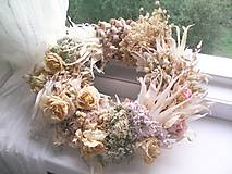 Dekorácie - Prírodný veniec na dvere